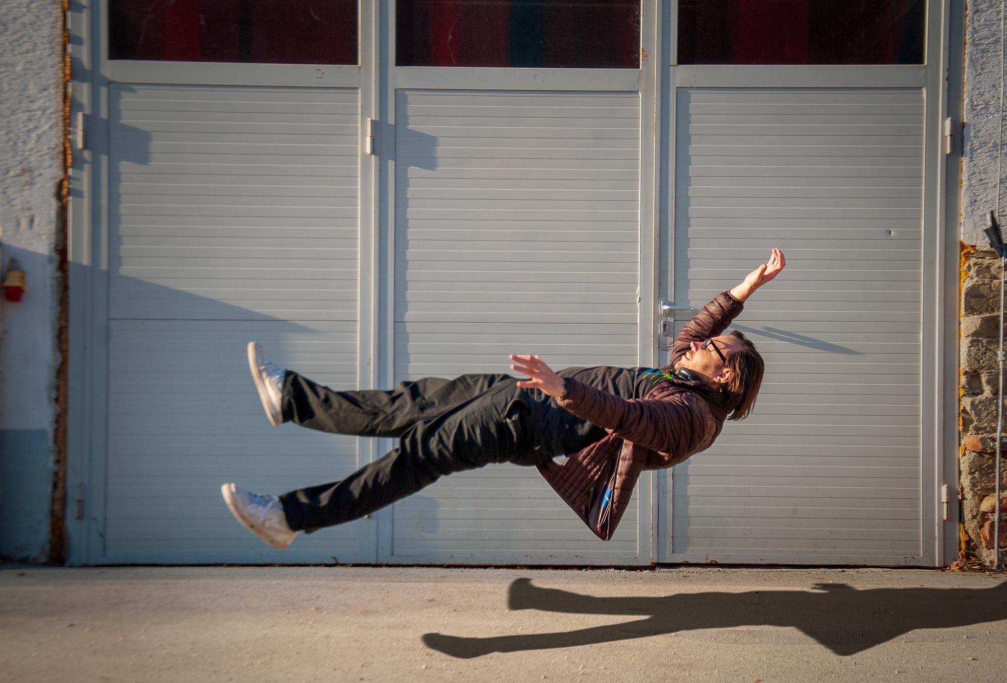 -levitation2000x1357